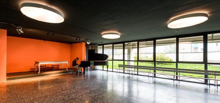 """Milano, i tre architetti del G124 rigenerano l'ex scuola di Niguarda con economia circolare, welfare e solidarietà - Inaugurata la rinnovata struttura, diventata la """"Casa del Quartiere"""": uno spazio che acquista decoro e dignità"""